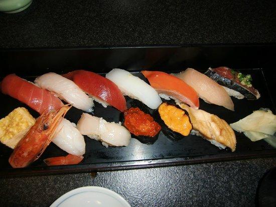 Sushizanmai Tsukijiekimae: 13貫のにぎり寿司