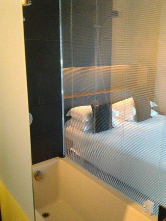 Soho Hotel: vue de la baignoire