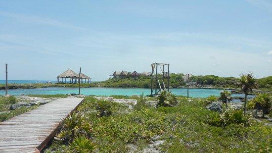 Bel Air Collection Xpu Ha Riviera Maya: La fameuse lagune sur la partie abandonnée de l'hôtel