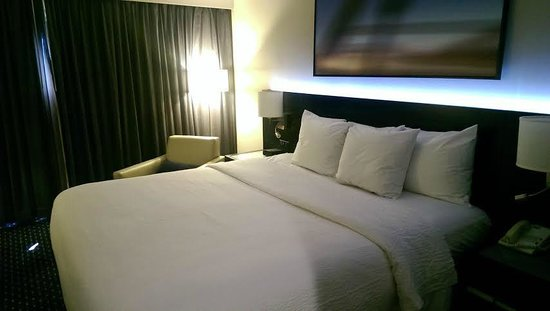 Courtyard by Marriott New York JFK Airport : Bed