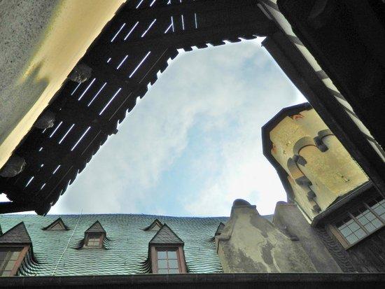 Schloss Marksburg: Marksburg Castle - One of the smallest courtyards in Germany
