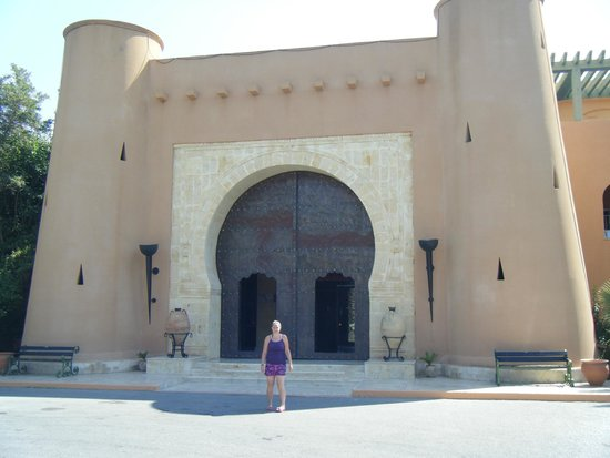 Hotel El Ksar: Outside the Main Entrance