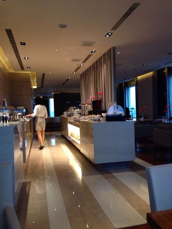 Hotel Nikko Saigon: Happy hour