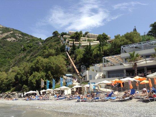 SENSIMAR Grand Mediterraneo Resort & Spa by Atlantica: Vue depuis la plage