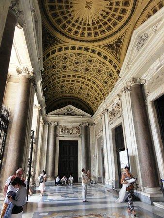 Basilica di Santa Maria Maggiore: Atrio