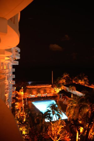 Beachcomber Resort and Villas: Just Beautiful at night