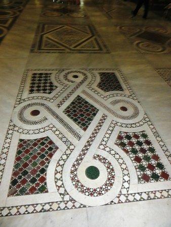 Basilica di Santa Maria Maggiore : mosaico do piso