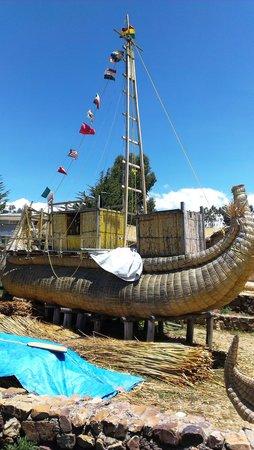 Lake Titicaca: Лодка на озере