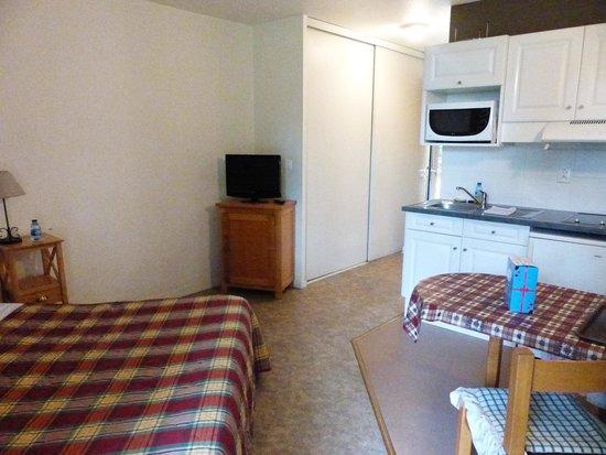 Coté Chalet Résidence Hostel Lounge : La tv