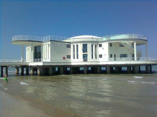 Hotel Hollywood: La Famora Rotonda sul mare vista dalla spiaggia