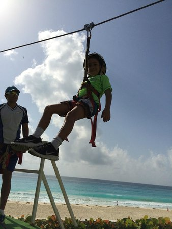 Crown Paradise Club Cancun: Zip Wire