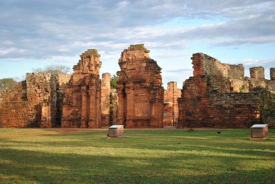 Ruinas de San Ignacio: Los diferentes momentos del día nos dan un espectaculo distinto.
