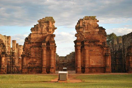 Ruinas de San Ignacio: La entrada a la Iglesia en su totalidad