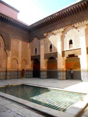 Ben Youssef Madrasa: Galeries à colonnes de l'école