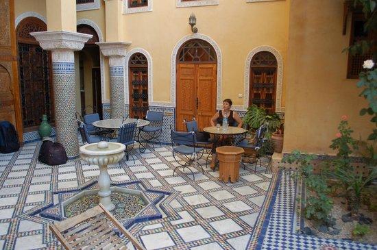 Riad Layalina Fez: Riad courtyard