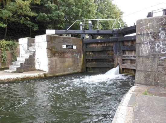 Regent's Canal: Una chiusa lungo il canale