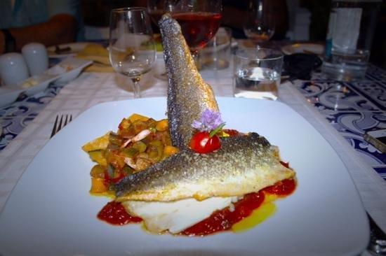 Le Marquis Restaurant: Robalo