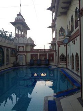 Umaid Bhawan Heritage House Hotel : swim pool