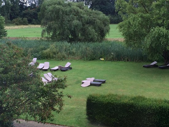 Champneys Henlow: Dirty sun loungers