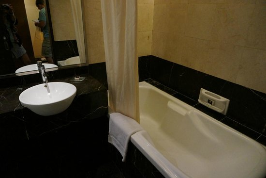 Impiana KLCC Hotel : bathtub