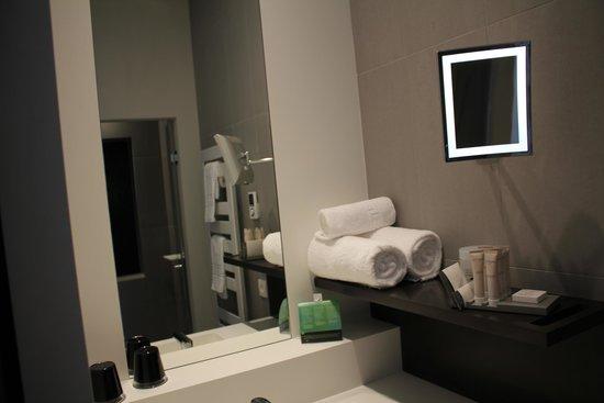 Hotel D : Baño