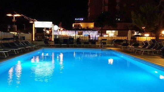 Piscina dell hotel Mercedes alla sera. Agosto 2014.