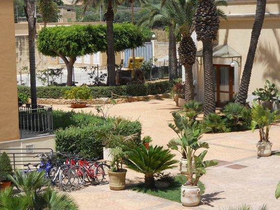 Grand Hotel Palace : Vue d'une chambre vue jardin.