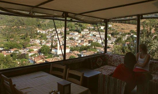 Zeytinli Konak : Uitzicht vanaf het dakterras
