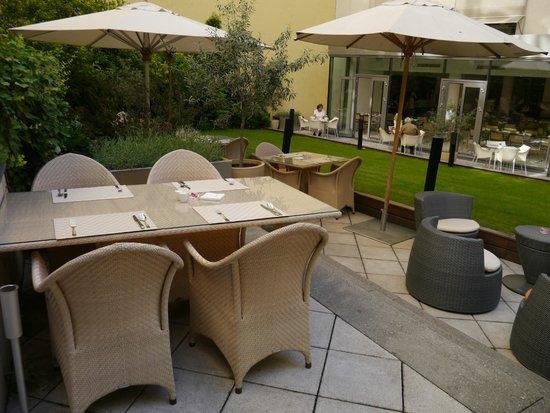 Design Hotel Josef Prague: Restaurant for Breakfast