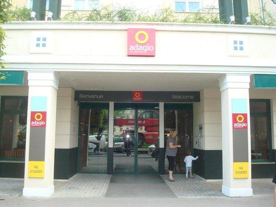 Adagio Aparthotel Val d'Europe : Hall d'entrée