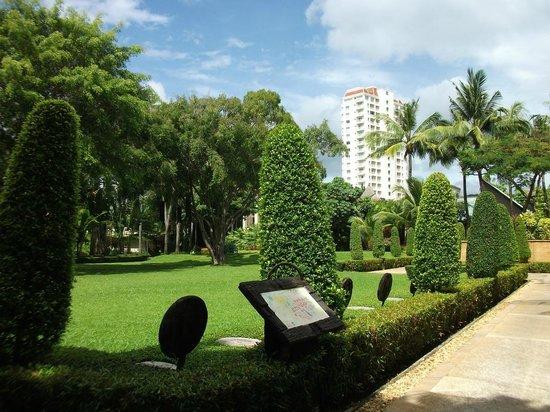 Movenpick Resort & Spa Karon Beach Phuket: Территория отеля. На заднем плане отель другой фирмы.