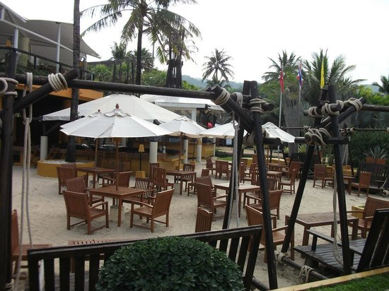 Movenpick Resort & Spa Karon Beach Phuket: Песочный бар.