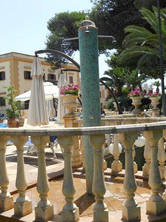 Grand Hotel Palace: Douche de la piscine.