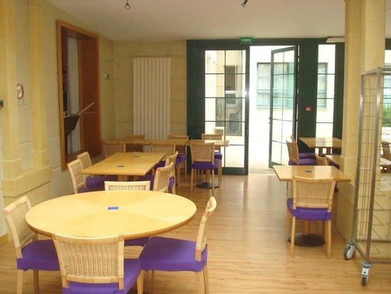 Adagio Aparthotel Val d'Europe : Salle déjeuner