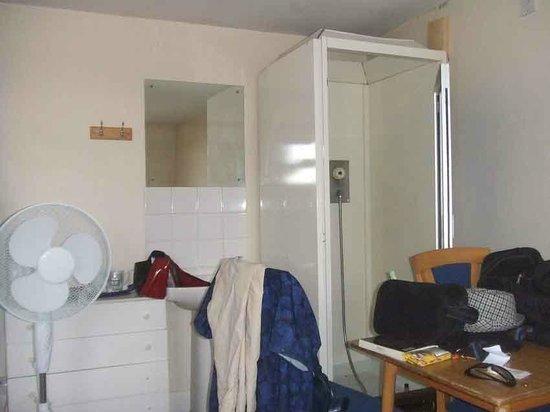 Plaza Hotel: vos compagnons de chambrée pourront vous voir sortir de la douche !