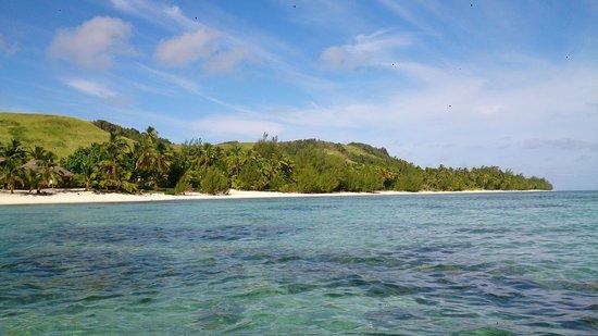 Amuri Sands, Aitutaki: Island view - along the Amuri shoreline from the lagoon