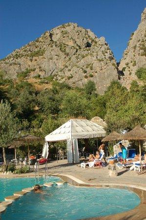 Dar Echchaouen: View over pool