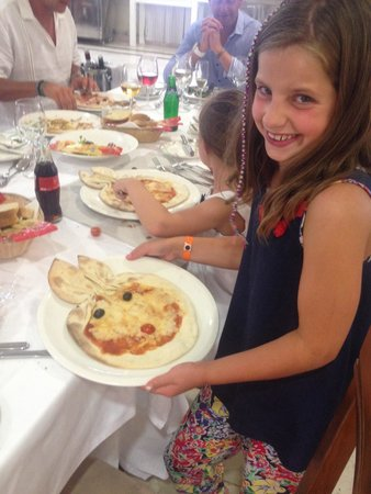 Gran Castillo Tagoro Family & Fun : Rabbit shaped pizza in the Italian restaurant