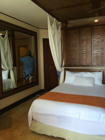 Dreams Riviera Cancun Resort & Spa : Bed