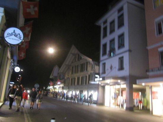 City Swiss Q Hotel Oberland: Una de las entradas al hotel