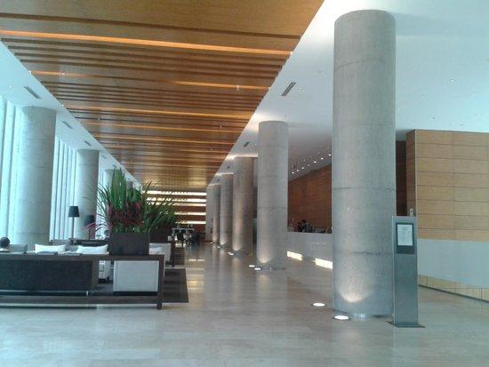 Hotel Atton San Isidro: Hermoso Lobby