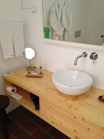 Ecorkhotel-Evora Suites & Spa: Bathroom