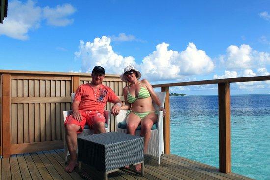 Vilamendhoo Island Resort & Spa: Water villa decking (outside bedroom leading directly into reef)
