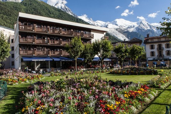 Pointe Isabelle Hotel : The hotel with Mont Blanc