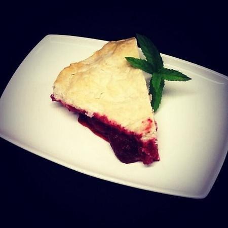 Medora Muskoka Cuisine: Homemade Strawberry Pie