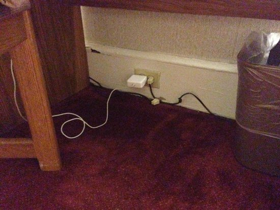 Hotel Harrington: Only open plug in the room