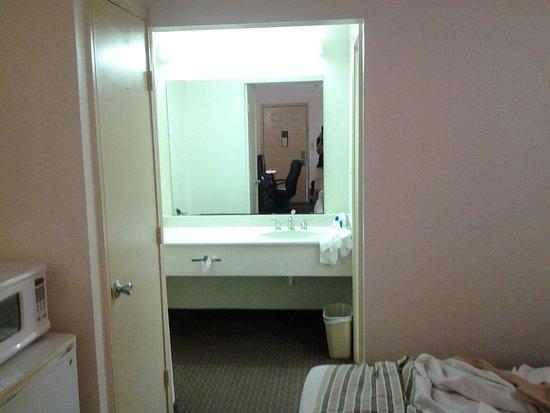 Rodeway Inn Corpus Christi: Washing hands