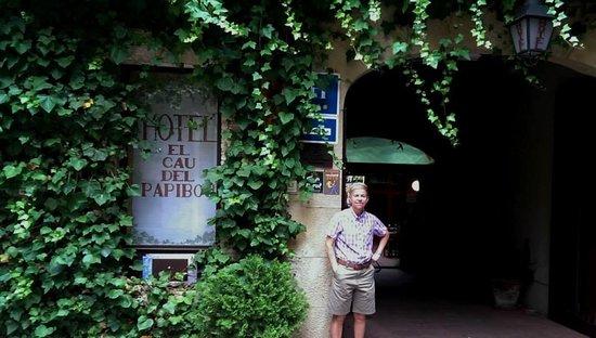 Hotel El Cau de Papibou: Outside the hotel