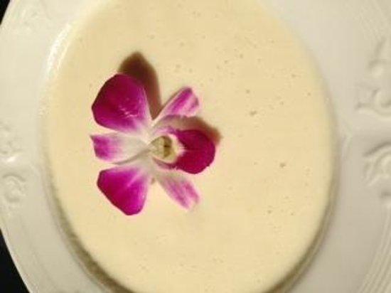 Medora Muskoka Cuisine: White Asparagus Soup with Edible Flower Garnish
