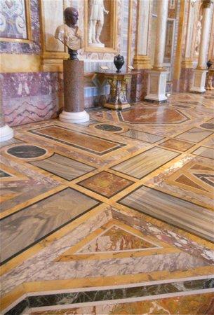 Galerie Borghèse : Pavements marquetés en marbre